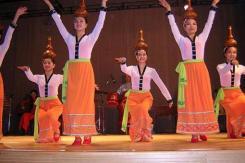 Loir-et-Cher (Onzain) : La grâce des danseuses du Vietnam