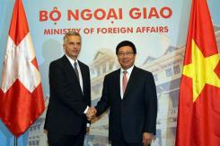 Le chef de la diplomatie helvétique Didier Burkhalter parle économie au Vietnam