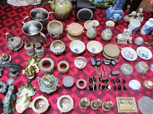 Le marché aux puces du week-end à Hanoi