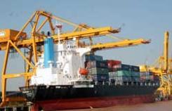 Vietnam: le déficit commercial en chute libre au premier semestre